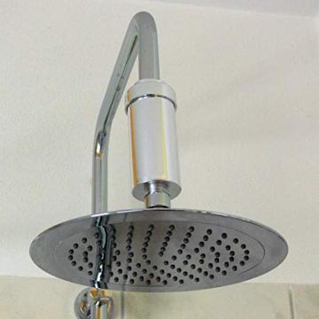 Duschfilter installiert direkt vor dem Duschkopf