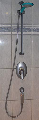 Duschfilter installiert in der Dusche